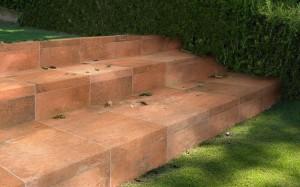rosa-gres-garden-rojo-escalera